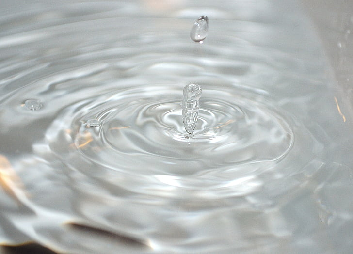 closeup photography of water ripple