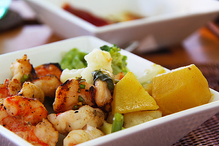 cooked shrimps with potato platter