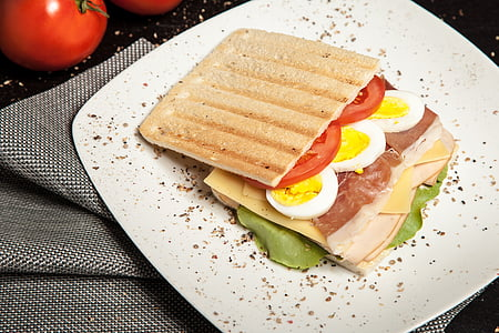 toasted bread with sliced tomato and egg