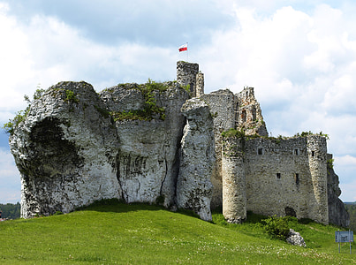 gray concrete castle during daytime