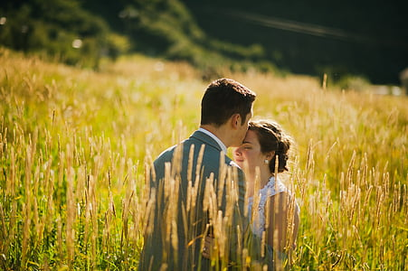 shallow focus photography of man and woman under sunny sky