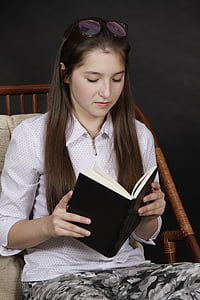 woman wearing pink collared elbow-sleeved shirt reading book