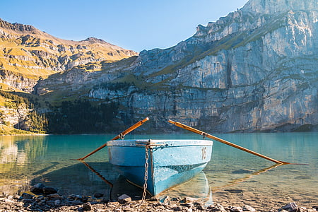 boat on seashore with paddles