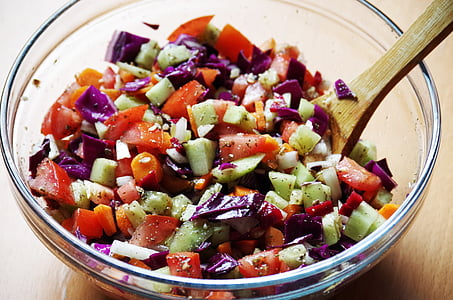 vegetable salad on clear glass bowl
