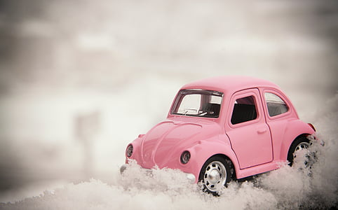 pink Volkswagen Beetle compact car die-cast selective focus photography