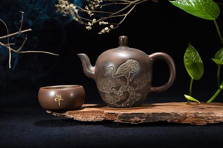 brown ceramic teapot near brown bowl