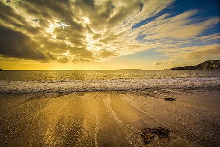 panoramic photo of seashore during sunrise