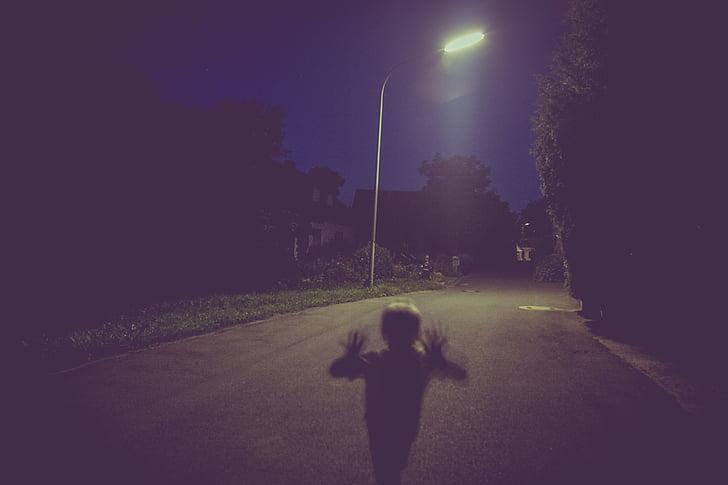 children running against street lamp