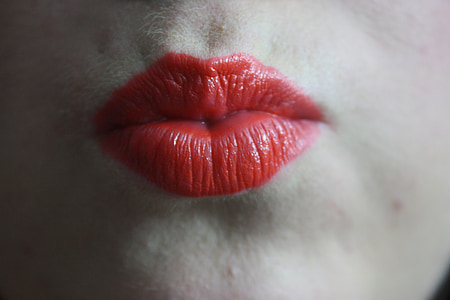 woman red lip