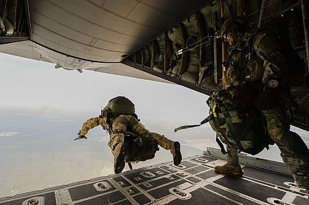 soldier skydiving