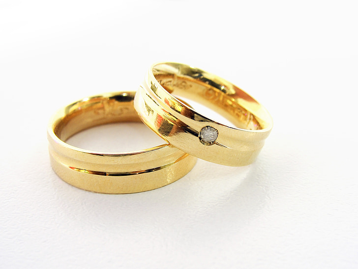 gold-colored couple rings