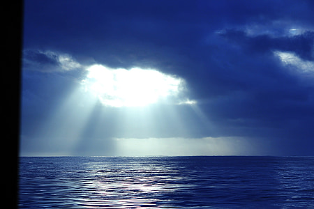 light rays on body of water during daytime