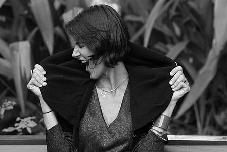 woman in black scoop-neck top