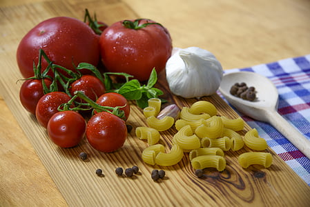 tomato vegetable with pasta on table top