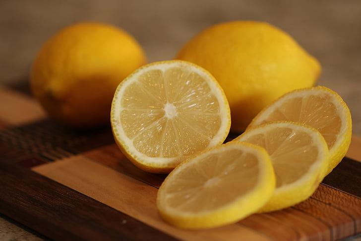sliced lemon fruti