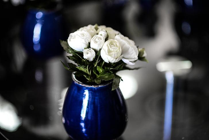 Royalty-Free photo: White rose flowers with blue glass vase | PickPik