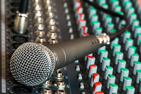 black corded dynamic microphone