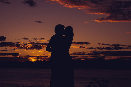 silhouette of man and woman kissing each other