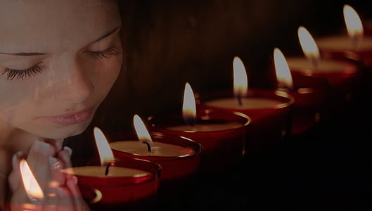closeup photo of tealight