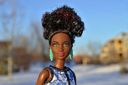 shallow focus photography of barbie doll