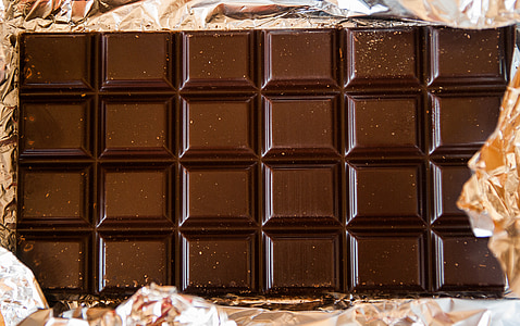 close-up photography of chocolate bar