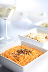 cooked pasta dish on white ceramic bowl