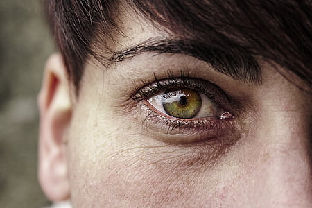 shallow focus photography of person's right eye