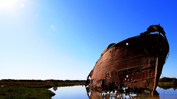brown ship photography