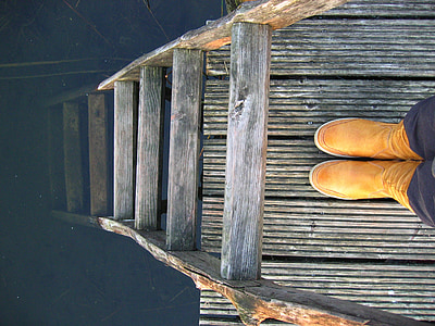 showing of ladder on dock