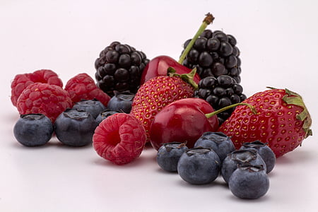 blueberries and raspberries graphic wallpaper