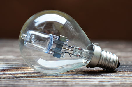 shallow focus photography of clear light bulb during daytime