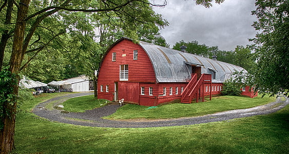 brown and gray wooden barn during daytime
