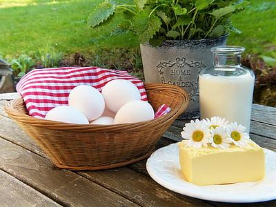 bunch of eggs on brown wicker basket
