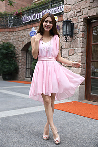 woman wearing pink scoop-neck sleeveless dress