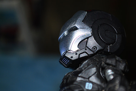 black and grey Iron-Man action figure close-up photo