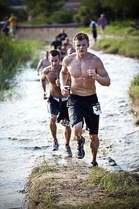 men running during dayime