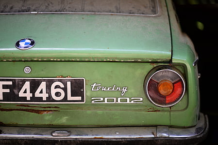 green BMW touring 2002 car