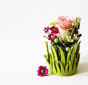 pink rose and pink chrysanthemums centerpiece