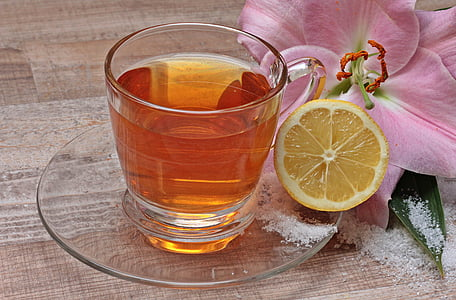 glass of tea and citrus