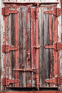 red and brown door\