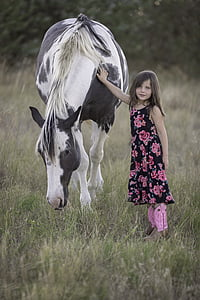 girl holding the horse