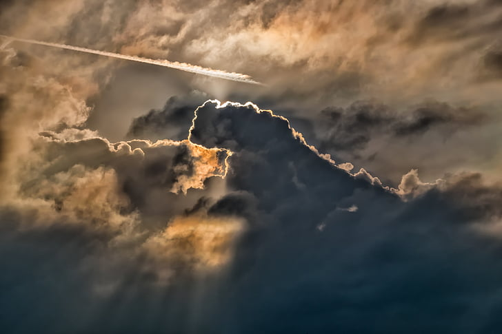 photo of crepuscular ray
