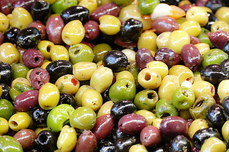 assorted-color capers