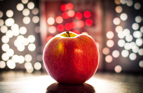 closeup photography red apple