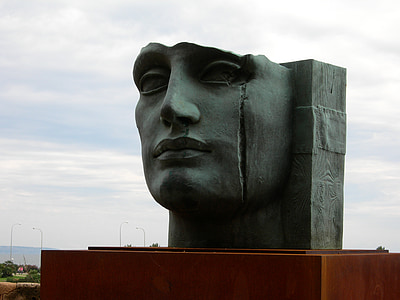 human face sculpture