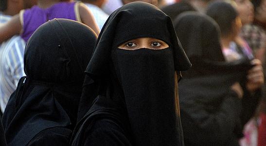 woman in nikab dress