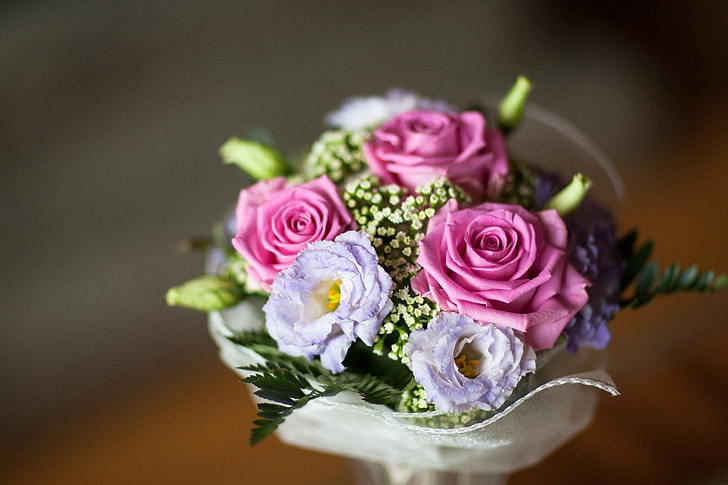 pink and purple roses bouquet close up photo