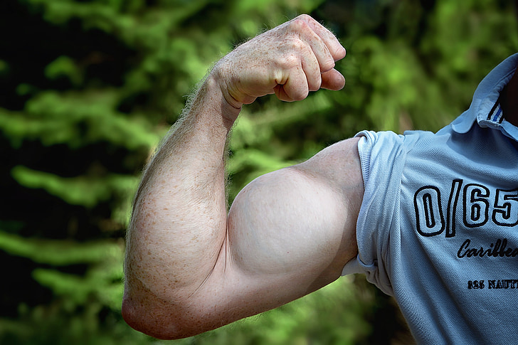 photo of person showing his left arm muscle