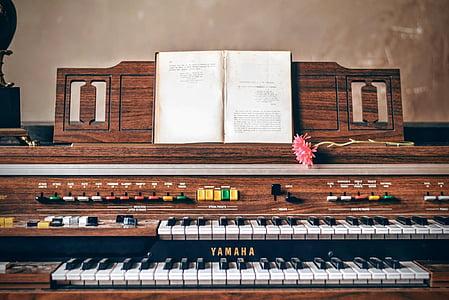 brown Yamaha electric organ