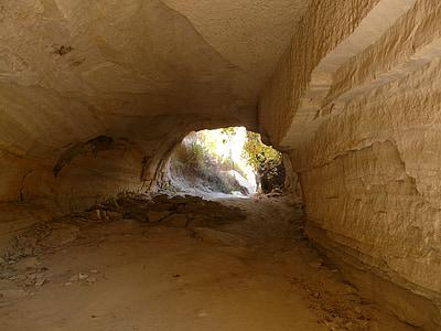 rock boulders under tunnel